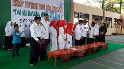 Hari Kartini Guru dan Murid SMP 26 Khotmil Bersama