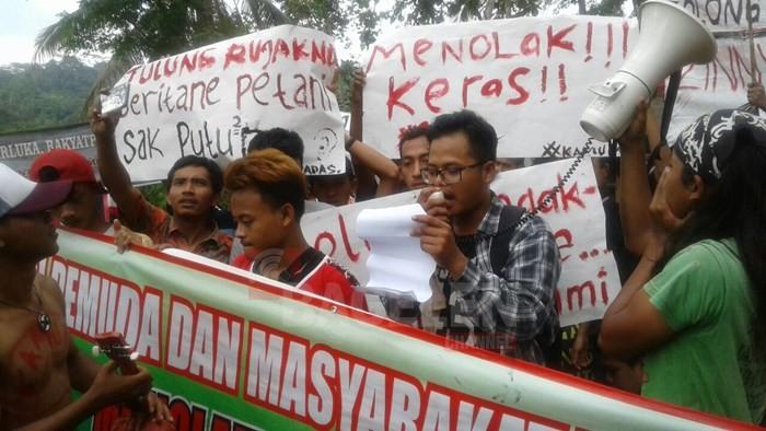 Konsultasi Publik di Desa Wadas Diwarnai Penolakan Warga