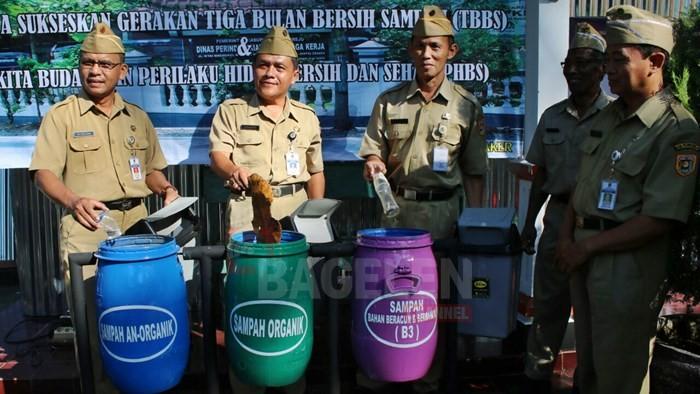 Dinperinaker Dukung Program Bupati Bulan Bersih Sampah