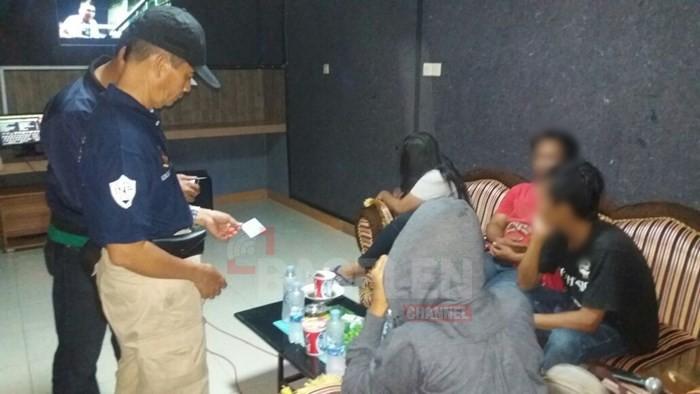 Operasi Tempat Hiburan Polisi Amankan Puluhan Botol Miras