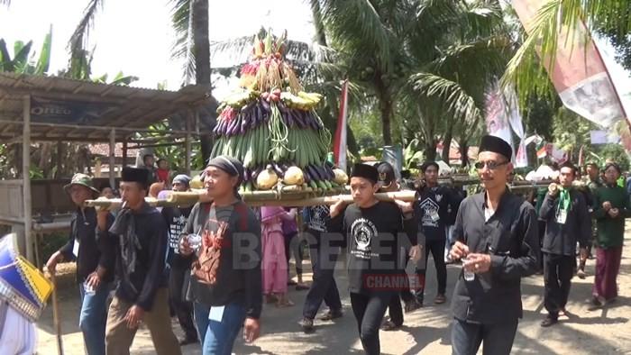 Ribuan Orang Padati Kirab Tumpeng Grebeg Nusantara