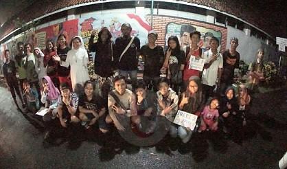 Tim EA Mural Crew SMKN 1 Purworejo Juara Lukis Mural
