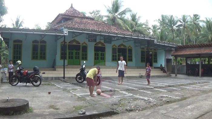 Uniknya Padasan Limo Masjid Tiban Jatisalam Purworejo