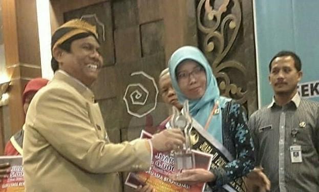 Trisni Atmawati Sabet Juara 2 Guru Berprestasi Tingkat Jateng
