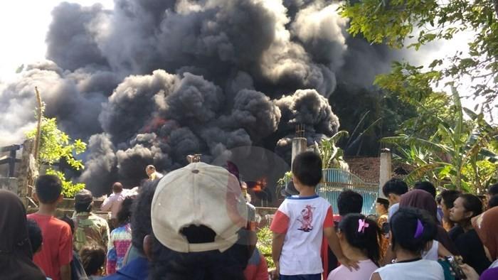 Pabrik Penggilingan Plastik di Purworejo Habis Dilalap Si Jago Merah