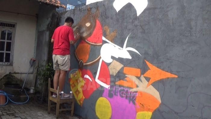 Seniman Mural Yogyakarta dan Australia Lukis Tembok Warga