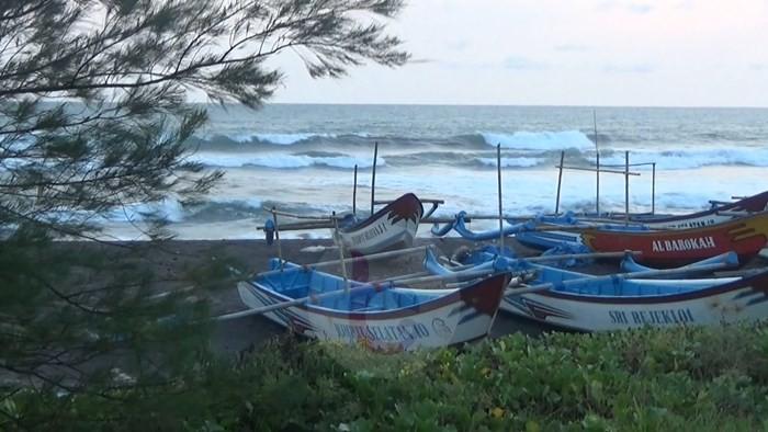 Pantai Mutiara Biru Wahana Baru Menarik di Jatikontal