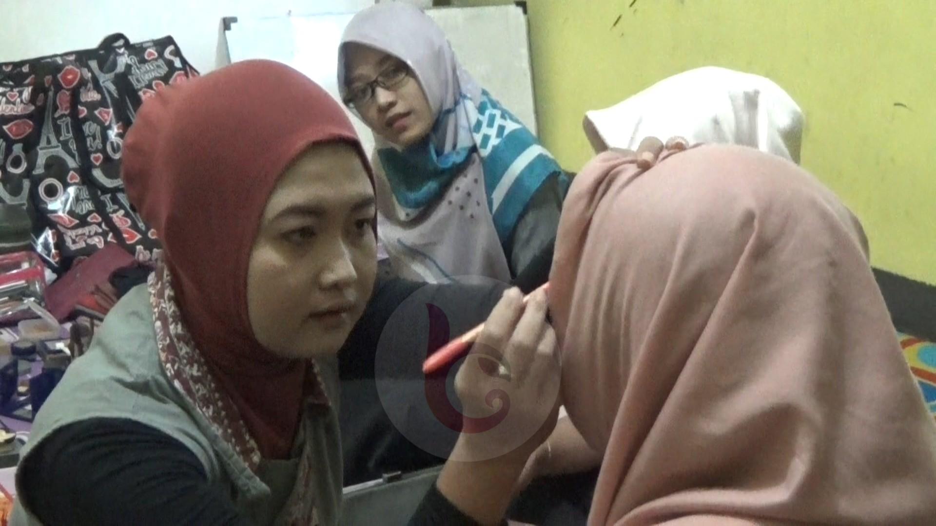 Ramadhan Rumah Belajar Logos Gelar Kelas Hijab dan Make Up