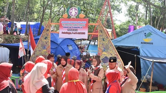 Wabup Ke Perkemahan Beri Semangat Kontingen Pramuka Purworejo