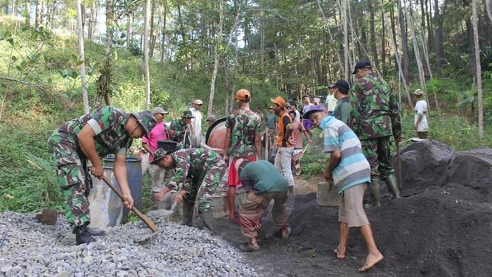TNI Bersinergi Dengan Warga Laksanakan Pra TMMD di Desa Redin